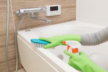 Чем мыть ванну, чтобы не повредить поверхность